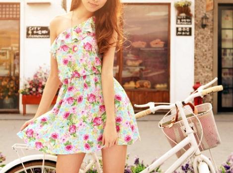 bike-dress-flowered-girl-hair-pretty-Favim.com-44483