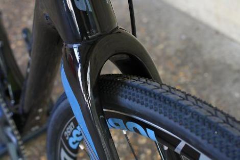 Jamis Renegade Elite - fork tyre clearance