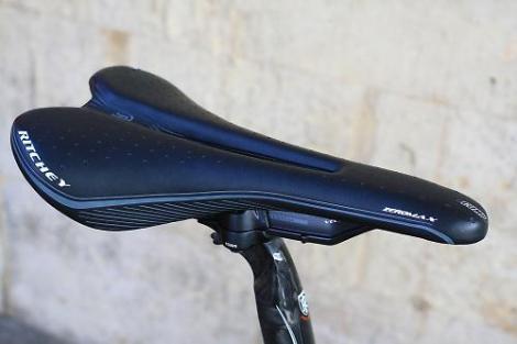 Jamis Renegade Elite - saddle