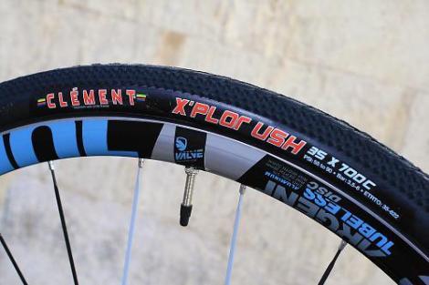 Jamis Renegade Elite - tyre and rim